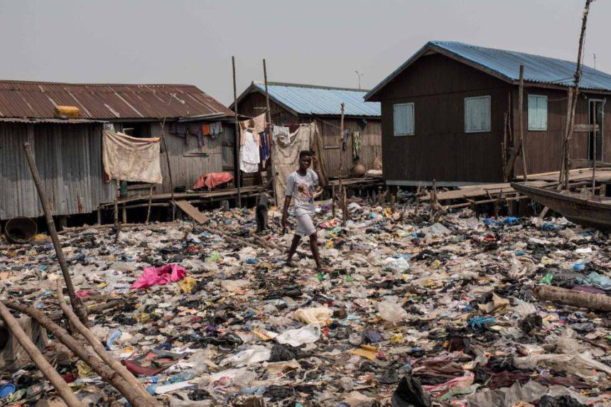 """""""Pobreza y derechos humanos: una mirada multidimensional"""""""