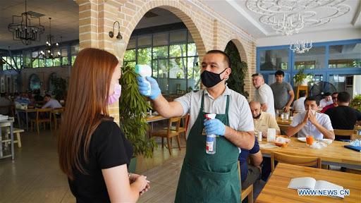 ¿Con o sin guantes? La manipulación de alimentos según la Resolución Ministerial  Nº 142-2020-PRODUCE