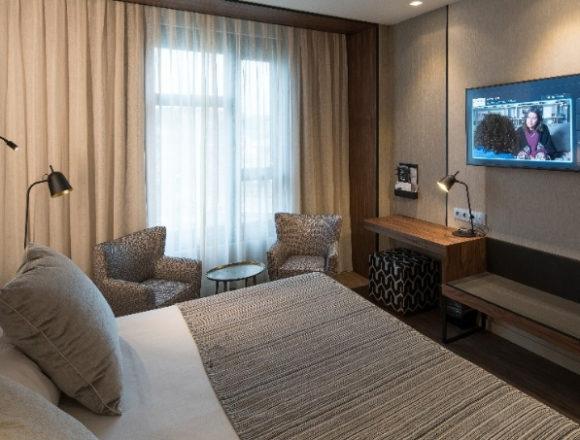 La comunicación pública de obras audiovisuales a través de los televisores instalados en las habitaciones de un hotel